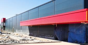 zadaszenie nad częścią wystawową-hala handlowa, w konstrukcji stalowej, dla firmy Boboland, Szczecin, woj. zachodniopomorskie